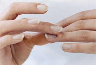 Massage et Points anti INSOMNIE Soin-des-ongles-cassants