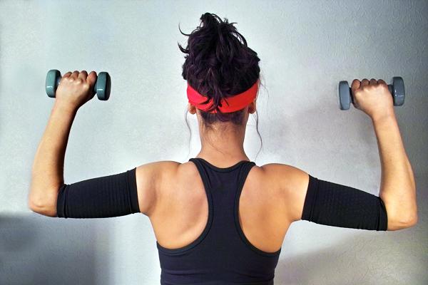 Exercices pour maigrir des bras for Exercice piscine pour maigrir