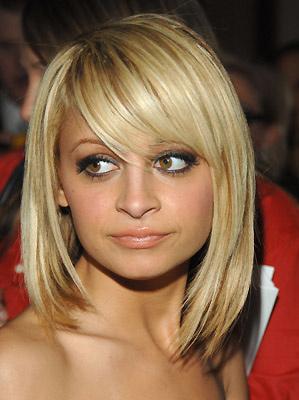 Coupe de cheveux carre long pour visage rond