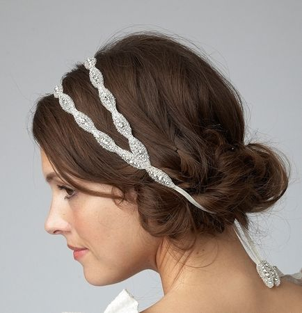 Coiffure pour un mariage: Chignon de mariage avec un headband
