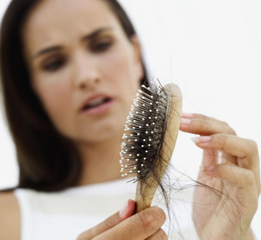 Lhuile chi et le miel pour les cheveux